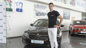 Schick se bude vozit v novém autíčku.