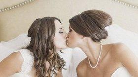 Novomanželské fotky gayů a leseb vás přesvědčí, že na pohlaví nezáleží