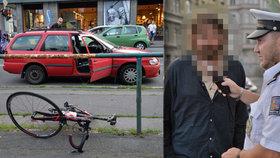 Opilý muž bez řidičáku srazil na Smíchově cyklistu: Přejel přes něj dvěma koly