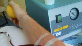 Chybí krev: Nemocnice v Plzni láká dárce na soutěž o televizor