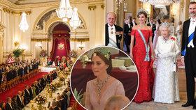 Setkání královských párů v Británii: Vévodkyně Kate na státní večeři oblékla odvážný model!