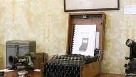 """Brit koupil na blešáku """"psací stroj"""". Byla to nacistická Enigma za milion"""