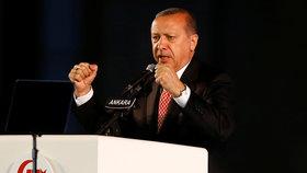 """Erdogan chce dát """"srazit hlavy"""" účastníkům puče."""