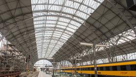 Oprava střechy pražského hlavního nádraží se prodražila: Kvůli korozím o více než 127 milionů