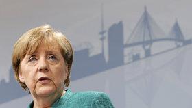 Merkelová smířlivě: Krátit zemím dotace za nepřijímání migrantů nejde