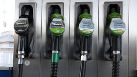 Ceny benzinu i nafty stagnují, nejdráž natankujeme na Vysočině.