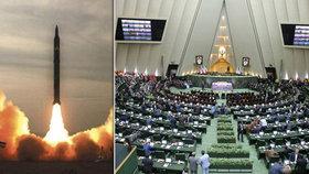 Írán posiluje balistický program. Na vývoj raket dá miliardy sankcím USA navzdory