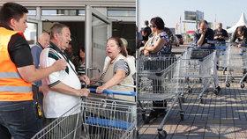 Slevové šílenství v Letňanech: Fronty, strkanice a hádky kvůli zboží za babku