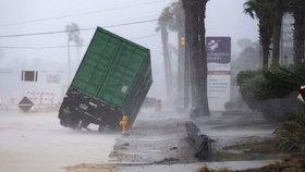Na město Corpus Christi v Texasu udeřil hurikán Harvey.