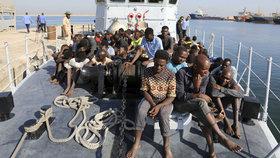 Začne nová a řádově větší uprchlická vlna, varuje OSN. Bojovníci IS se stěhují do Afriky