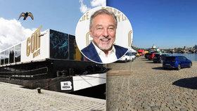 Unikátní výstava Gott, My Life: Loď musí odplout! Na náplavce proběhne výstava aut