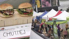 Žádné klíčky, ale pořádné burgery! Na náplavce se nasytily tisíce veganů