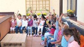 """Děti v Michli mají novou učebnu na balkoně: Završil se tím projekt """"Lepší škola"""""""
