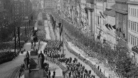 T. G. Masaryka vezli při pohřbu Prahou na lafetě