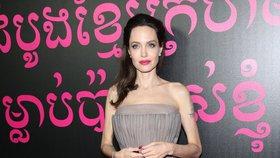 Angelina Jolie nahnala děti do práce! Co jí chybělo v manželství s Pittem?