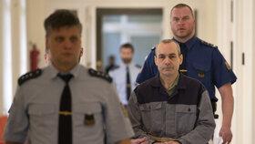 Klánovický vrah znovu u soudu: Doživotí mu neschválil, odsedí si 25 let