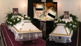 Pohřbu chlapců a jejich rodičů se zúčastnilo na 300 lidí.