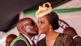 Konec diktátora? Mugabe odstoupí, výměnou chce imunitu pro sebe a svou manželku