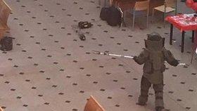 Hlavní poštu v Jindřišské evakuovali: Pyrotechnik prověřoval opuštěný kufr
