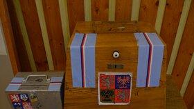 Sto let starou schránkou pro volební hlasy se pyšní v nejmenším městě na Přebuzi na Sokolovsku.