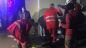 Na poslance cestou z televizní debaty čekala bomba: Jeden mrtvý a dva zranění