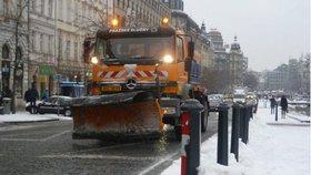 Autobusy v Praze měly ráno zpoždění kvůli sněhu. Silnice metropole jsou sjízdné