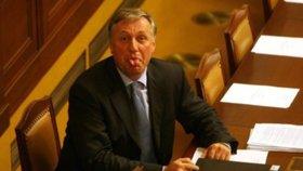 Sprostý nejsem, hájí se Topolánek. Jaká gesta od něj máme čekat při návratu do politiky?