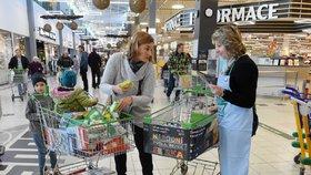 Češi o víkendu nakoupili 886 000 porcí jídla pro chudé, teď je rozdělí potravinové banky