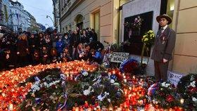 17. listopad ONLINE: Tisíce lidí na Václaváku, jásot pro Drahoše a vypískaný Okamura