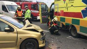 Na Klatovsku se srazila dvě auta: Sedm lidí se zranilo