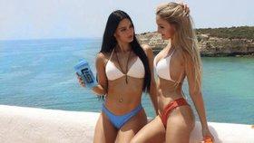 Sexy dvojčata se svlékají na Instagramu, aby si vydělala na studium práv!
