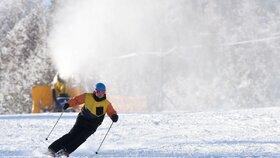 Na horách je sněhu dostatek, areály ale zavírají. Kde si ještě zalyžujete?