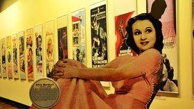Jaké plakáty frčely za první republiky? Na výstavě v pražském muzeu čeká i Adina Mandlová a Oldřich Nový