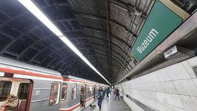 Ve stanici metra Muzeum dopravní podnik uzavře nástupiště: Ve směru na Motol až do května nevystoupíte