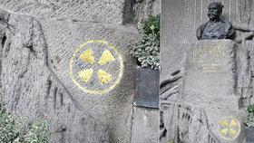 Záhadný znak na hrobu Antonína Dvořáka na Vyšehradě: Návštěvníci se bojí, že je radioaktivní
