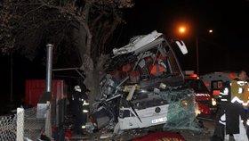 Tragédie autobusu v Turecku: 11 mrtvých po nehodě na dálnici, dva řidiče zatkli
