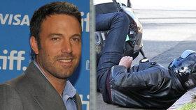Dramatická nehoda Bena Afflecka na motorce: Hlavou rovnou na obrubník!