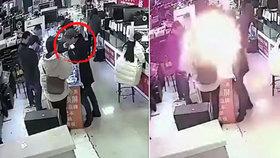 Číňan kousl do baterie iPhonu: Hryzl do baterky a... explodovala!