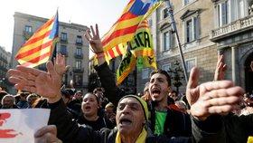 """""""Povedu zemi přes Skype,"""" vzkázal Puigdemont z exilu. Spor o vládu Katalánska nekončí"""