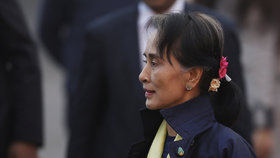 Útok na Su Ťij: U domu jí přistála zápalná bomba. Souvisí to s Rohingy?