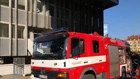 Požár v administrativní budově na Pankráci: Vzplála kancelář, téměř sto lidí museli evakuovat