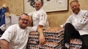 Nory zaplavila na olympiádě vejce. Objednali jich omylem 15 tisíc