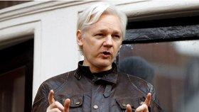Špatná zpráva pro šéfa WikiLeaks: Britové potvrdili na Assangeho zatykač