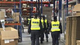 Ve firmě v Praze 9 zaměstnávali cizince bez smlouvy, odhalili celníci. Společnosti hrozí vysoká pokuta