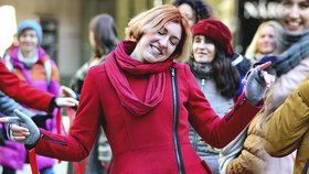 Pražané oslavili Valentýn netradičně: V centru metropole tančili proti násilí na ženách