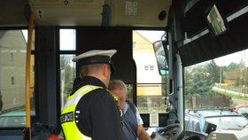 Už zase! Policie v Rousínově dala dýchnout řidiči autobusu, který vezl cestující: Měl upito