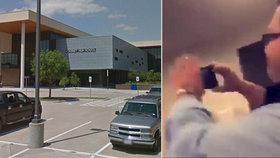 Učitel přihlížel rvačce studentů a pobaveně si ji natáčel na telefon