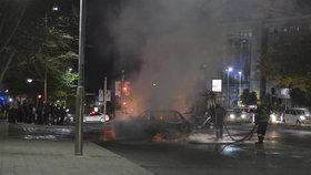 Brutální dohra sporu taxikářů a Uberu. Řidiči se vraždí a pálí zaživa