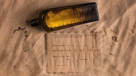 Moře vyplavilo letitý vzkaz. Rodina našla na pláži nejstarší dopis v lahvi