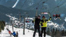 Krásné počasí přilákalo na hory tisíce lyžařů. V Krkonoších je až metr sněhu